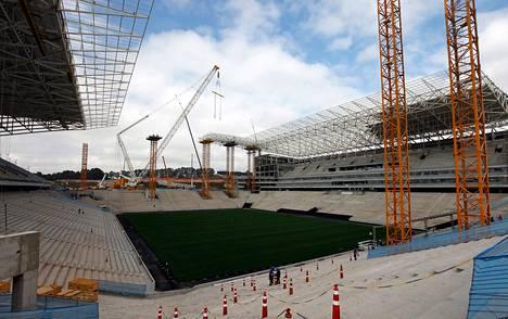 Rakenteilla oleva Arena de São Paulo Stadium on yksi vuoden 2014 MM-kisojen päänäyttämöistä.