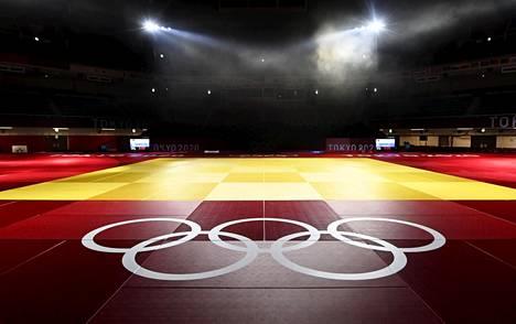 Fethi Nourine vetäytyi Tokion olympiatatamilta poliittisten syiden vuoksi. Hän sai Kansainväliseltä judoliitolta kymmenen vuoden kilpailukiellon.