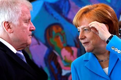Saksan sisäministeri Horst Seehofer ja liittokansleri Angela Merkel tapasivat Berliinissä 13. heinäkuuta.