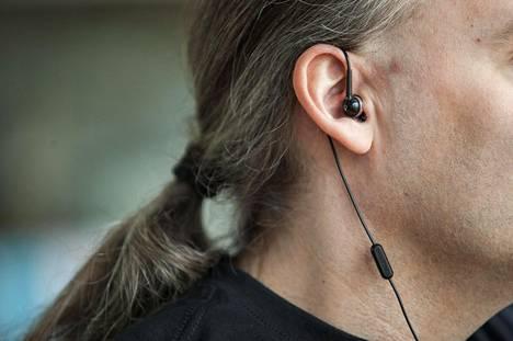 Tulevaisuudessa kuuloke ja mikrofoni voivat muodostua tärkeimmiksi mukana kulkeviksi laitteiksi.