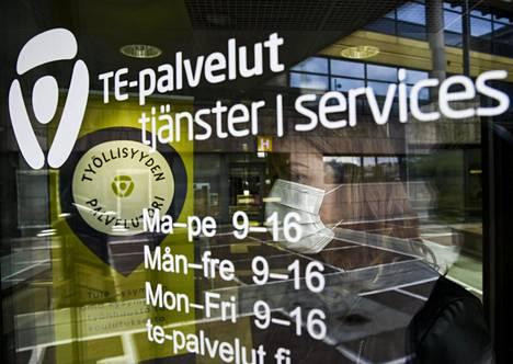 Yli 55-vuotiaille harvoin löytyy töitä te-toimistoista. Kuva Pasilan te-toimistosta Helsingistä.