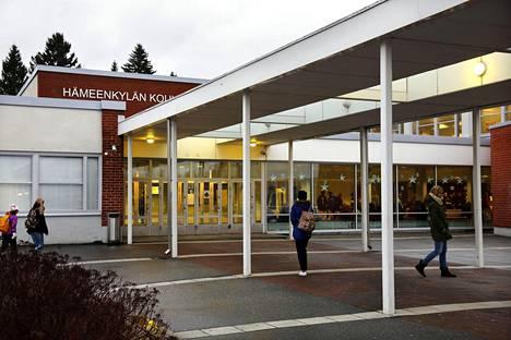 Hämeenkylän koulu Vantaalla.
