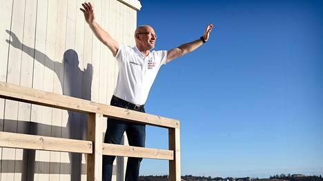 Yksinpurjehtija Ari Huuselan tavoitteena on maailman kovin yksinpurjehduskisa, maailman ympäri kulkeva Vendée Globe marraskuussa 2020.