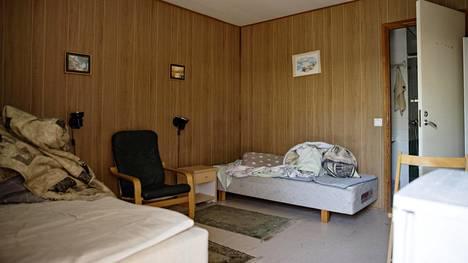 Tässä huoneessa poliisien murhanyrityksistä epäillyt veljekset majoittuivat kahden kuukauden ajan.