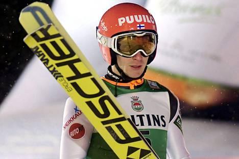 Ville Larinto jäi Engelbergissä suurmäen karsintakilpailussa 44:nneksi.