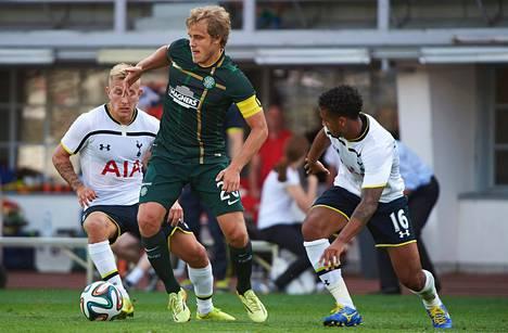 Teemu Pukki sai koskea muutaman kerran palloon Tottenhamin hallitsemassa ottelussa.