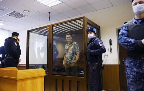 Aleksei Navalnyi seurasi asiansa käsittelyä moskovalaisessa oikeudessa 20. helmikuuta.