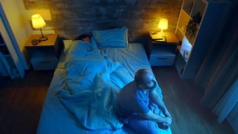 Koronapandemian aiheuttamat taloushuolet voivat valvottaa öisin.