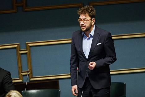 SDP:n kansanedustaja Timo Harakka eduskunnan suullisella kyselytunnilla 26. huhtikuuta.