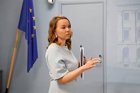 Valtiovarainministeri Katri Kulmuni ennen hallituksen lisätalousarvioesitystä koskevan tiedotustilaisuuden alkua Helsingissä tiistaina.