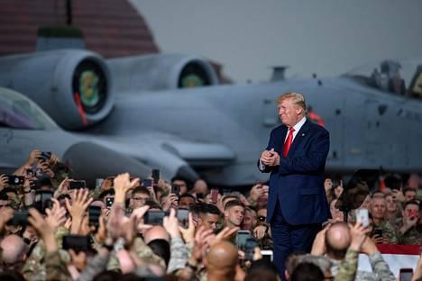 Presidentti Donald Trump vieraili kesäkuun lopulla Yhdysvaltain lentotukikohdassa Osanissa Etelä-Koreassa.