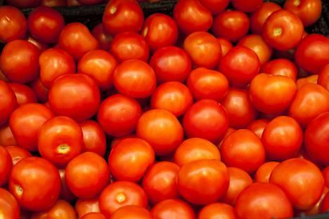 Tomaatti saa punaisen ominaisvärinsä lykopeenista.