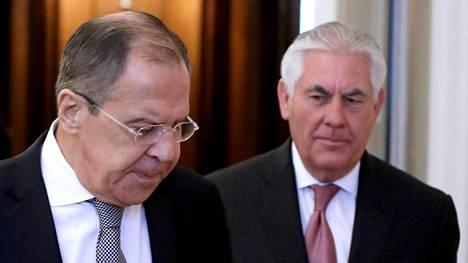 Venäjän ulkoministerin Sergei Lavrovin ja Yhdysvaltojen ulkoministerin Rex Tillersonin tapaaminen alkoi viileissä tunnelmissa.
