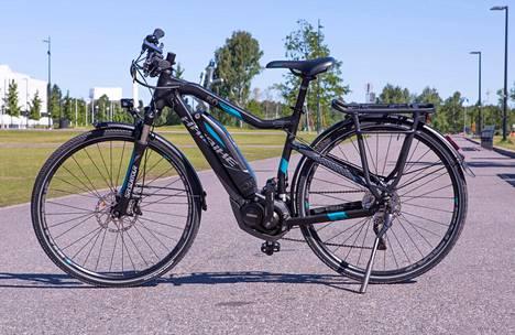 Sähköavusteisten polkupyörien hinnoissa on suuria eroja. Halvimmat saa muutamalla satasella, kalleimmat maksavat tuhansia euroja. Eroja on myös akkujen varauskyvyssä ja pyörien runkoratkaisuissa. Lain mukaan moottorin avustuksen on loputtava, kun nopeus on 25 kilometriä tunnissa. Nopeampiakin saa, mutta ne on rekisteröitävä ja niihin on hankittava liikennevakuutus.