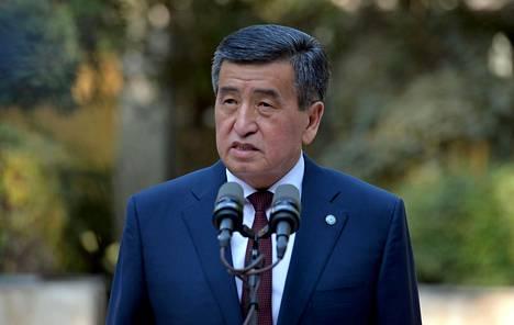 Presidentti Sooronbai Žeenbekov on puhui Biškekissä vaalipäivänä 4. lokakuuta.