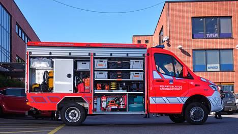 Pelastuslaitoksen uudet kärkiyksiköt ovat suunnilleen ambulanssin kokoisia ja vaativat puolet tavallista pelatusyksikköä vähemmän henkilökuntaa.