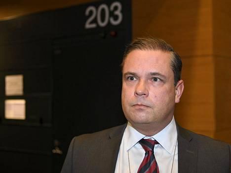 Syyttäjä Mikko Sipilä saapui Helsingin käräjäoikeuteen perjantaina alkaneeseen Veijo Baltzarin ihmiskauppaoikeudenkäyntiin.