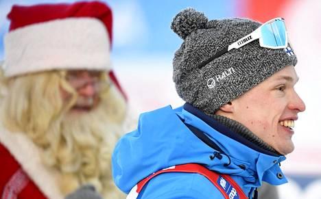 Joulupukki myhäili taustalla maailmancupin avauksessa Rukalla, kun Iivo Niskanen saavutti peräkkäisinä päivinä voiton ja kolmannen sijan.