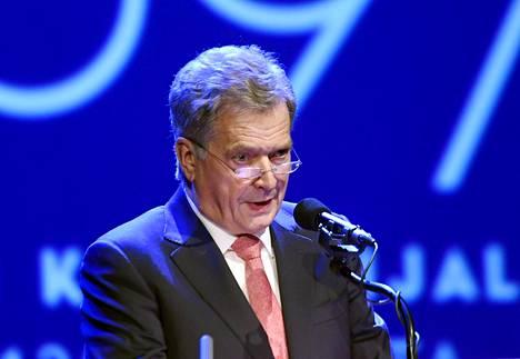 Tasavallan presidentin pitää olla syntyperäinen Suomen kansalainen. Sauli Niinistö on syntynyt Salossa.
