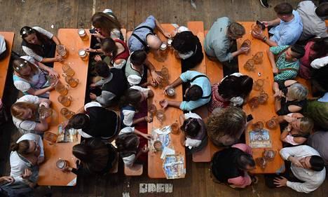 Olut virtasi Münchenin perinteisellä Oktoberfestillä tänäkin vuonna.