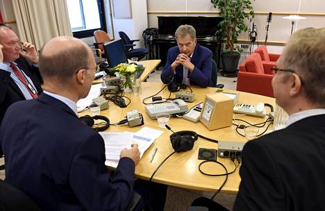Sauli Niinistö vastaili lauantaina toimittajien ja kansalaisten esittämiin kysymyksiin Ylen presidentin kyselytunnilla.