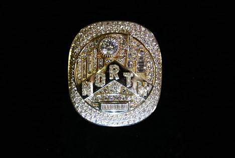 Toronto Raptorsin tähtipelaajan Kyle Lowryn sormus.
