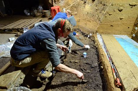Archaeological excavations were carried out in the cave of Bacho Kiro in 2012. The 45,000-year-old remains of modern humans, now analyzed in the study, were found at that time.