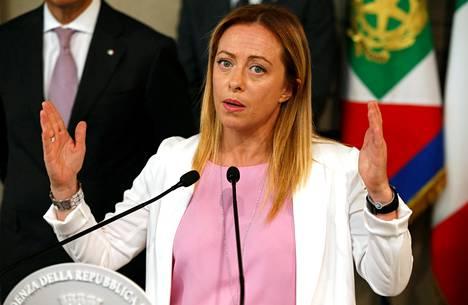 Giorgia Meloni puhui lehdistötilaisuudessa tavattuaan Italian presidentin Sergio Mattarellan elokuussa Roomassa.