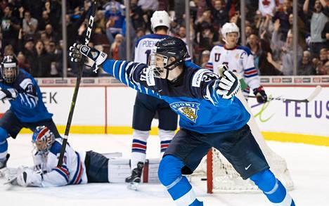 Kaapo Kakko iski Suomen voittomaalin USA:n verkkoon, kun MM-finaalia jäljellä vain 86 sekuntia.