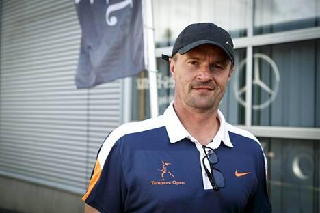 Nykyään Veli Paloheimo johtaa Tampereen haastajatason ATP-turnausta.