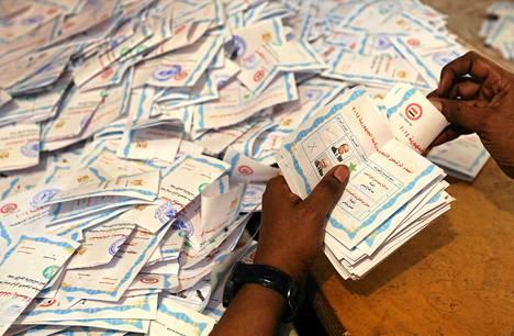 Egyptin presidentinvaalien ääntenlaskentaa toukokuun 28. päivänä.