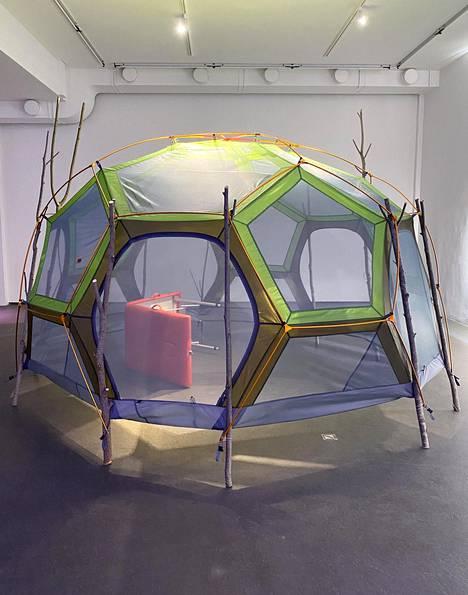 Pia Lindman: Aistinalinen teltta, 2021.