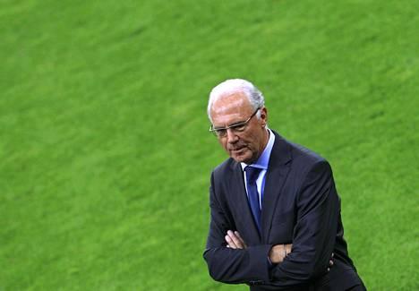 Saksan kaikkien aikojen jalkapalloilijoihin kuuluva Frans Beckenbauer on joutunut selittelemään vuoden 2006 MM-kisojen hakuprosessia.