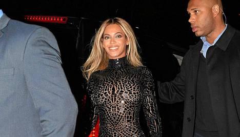 Laulaja Beyoncé saapui SVA-teatteriin New Yorkissa joulukuun 21. päivänä.