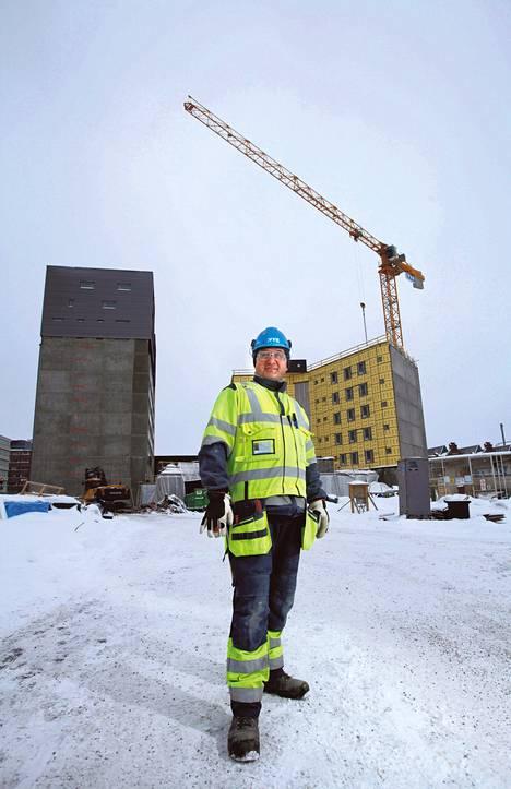 Virossa syntynyt Anti Onno työskentelee kirvesmiehenä Helsingissä.