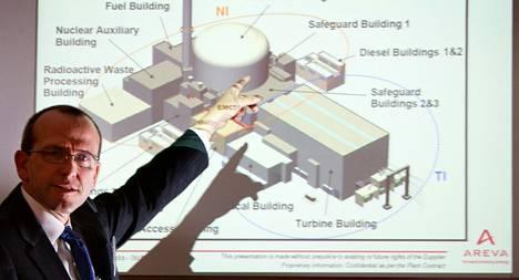 """Olkiluodon rakentamisen kakkosjohtaja, amerikkalainen <span class=""""nimi"""">Chris Levesque</span> esitteli ydinvoimalan teknologiaa ja turvallisuustoimia Erlangenissa Saksassa."""