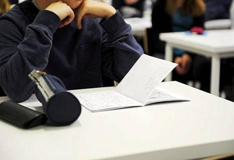 Jokaisella peruskoulun päättävällä pitäisi olla hallussaan tietyt taidot. Vastuu tästä on viime kädessä opetuksen järjestäjällä.