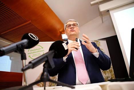 """""""Uskon, että EK jatkaa vahvana ja hyvänä monen liiton järjestönä"""", sanoo Metsäteollisuuden puheenjohtaja Jussi Pesonen."""