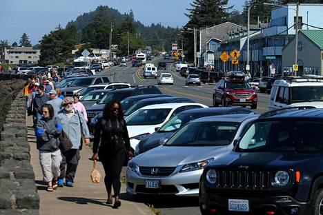 Depoe Bayn pikkukaupunki Oregonissa oli sunnuntaina täyttynyt auringonpimennystä seuraamaan tulleista turisteista.