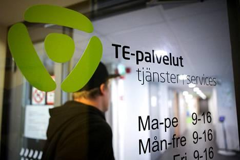 Työvoimatoimistossa Helsingissä elokuussa 2016.