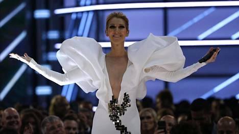 Celine Dion lauloi klassikkonsa Billboardin palkintogaalassa sunnuntaina.