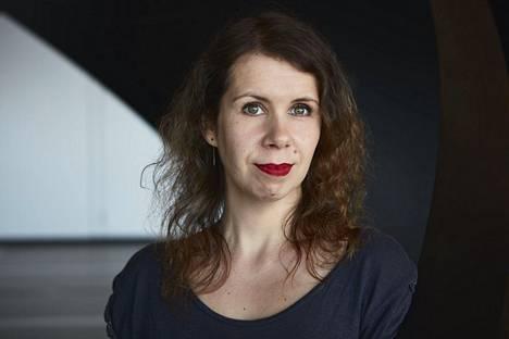 Eeva Klingbergin esikoisromaani käsittelee sukupolvelta toiselle periytyvää rasismia.