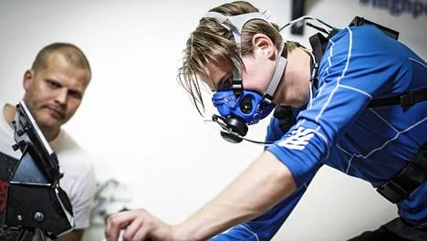 Tero Joutsen testasi Kihun laboratoriossa Jyväskylässä, millaisessa kunnossa paraurheilija Santeri Kiiveri on.