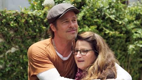 Brad Pitt ja meikkitaiteilija Jean Black ovat ystäviä ja työtovereita.