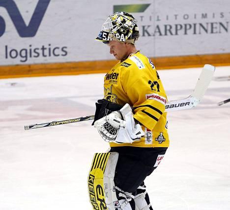 Jussi Markkanen poistui kaukalosta myrtynein ilmein.