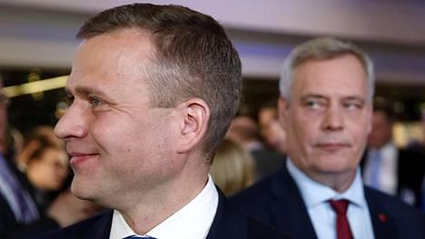 Kokoomuksen puheenjohtaja Petteri Orpo ja Sdp:n puheenjohtaja Antti Rinne kuntavaalien valvojaisissa vuonna 2017.
