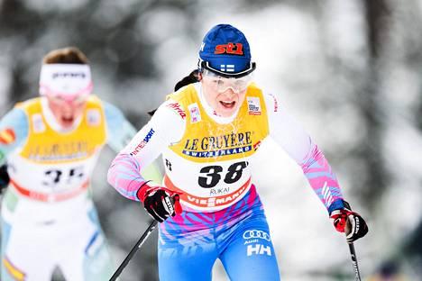 Krista Pärmäkoski on maailmancupin kokonaiskilpailussa kolmantena, vaikka jätti yhden osakilpailun väliin.
