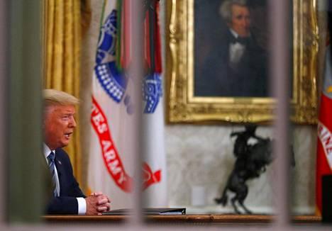 Yhdysvaltain presidentti Donald Trump piti tv-puheen, jossa hän ilmoitti Schengen-alueelta saapuvien lentojen kiellosta keskiviikkona.