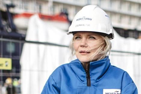 Laura Klami on työskennellyt meriteollisuudessa 17 vuotta. Nykyisin hän vastaa meritestauksista ja valvoo laivanvarustelua.