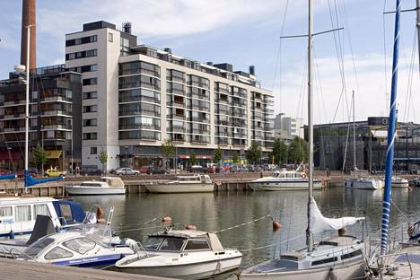 Hietalahdenrannan ja Telakkakadun suurremontti kestää kesään 2021.